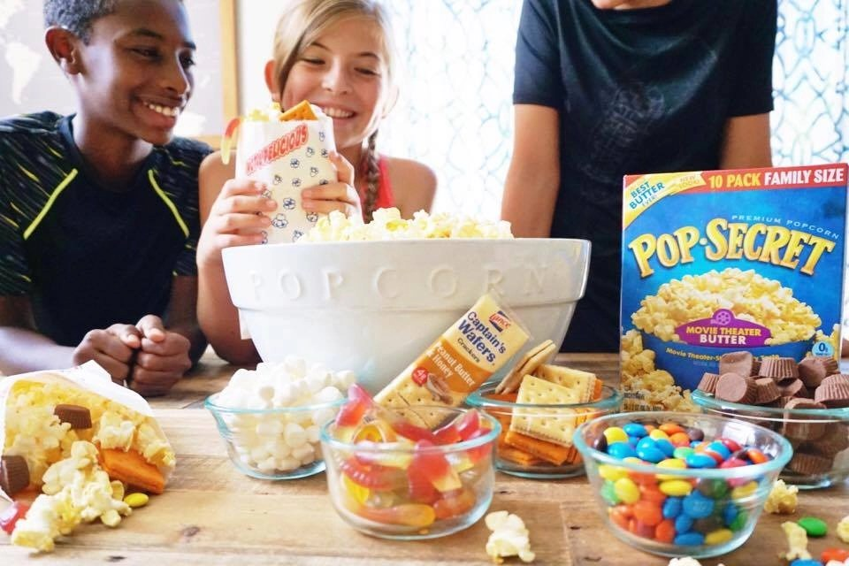 Make your next movie night a hit with this DIY Popcorn Station. Kids love making their own bag of popcorn. The sweet and salty popcorn mix is always a winner. #ad @PopSecret @Walmart @LanceSnacks #Pop4Captain #Pmedia