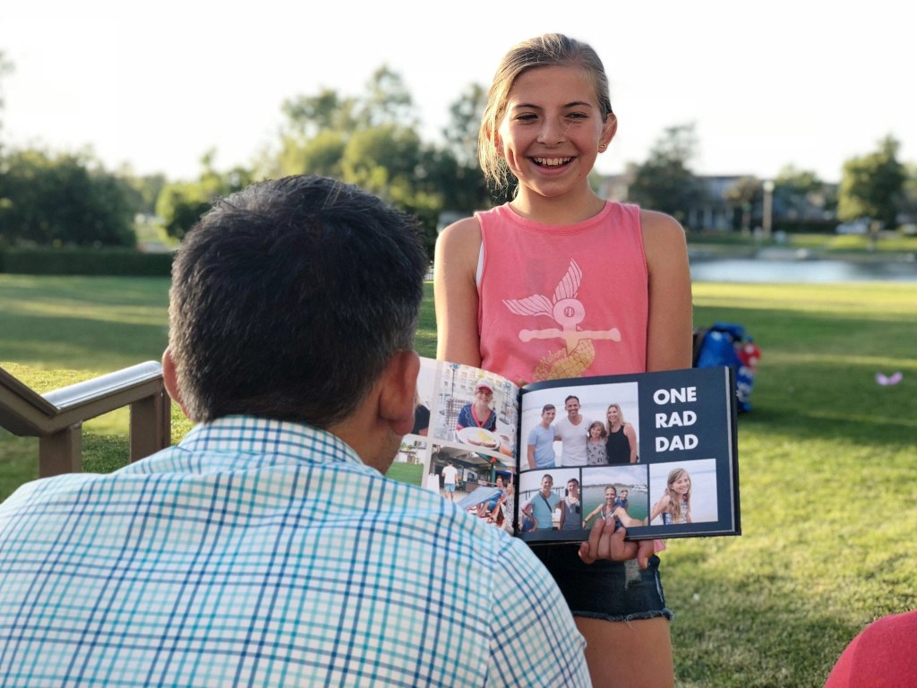 The BEST Fathers Day gifts. Check out these meaningful gifts for the dads in your life. #FathersDay #PhotoBook #Personalizedgifts #PhotoGifts #Snapfish