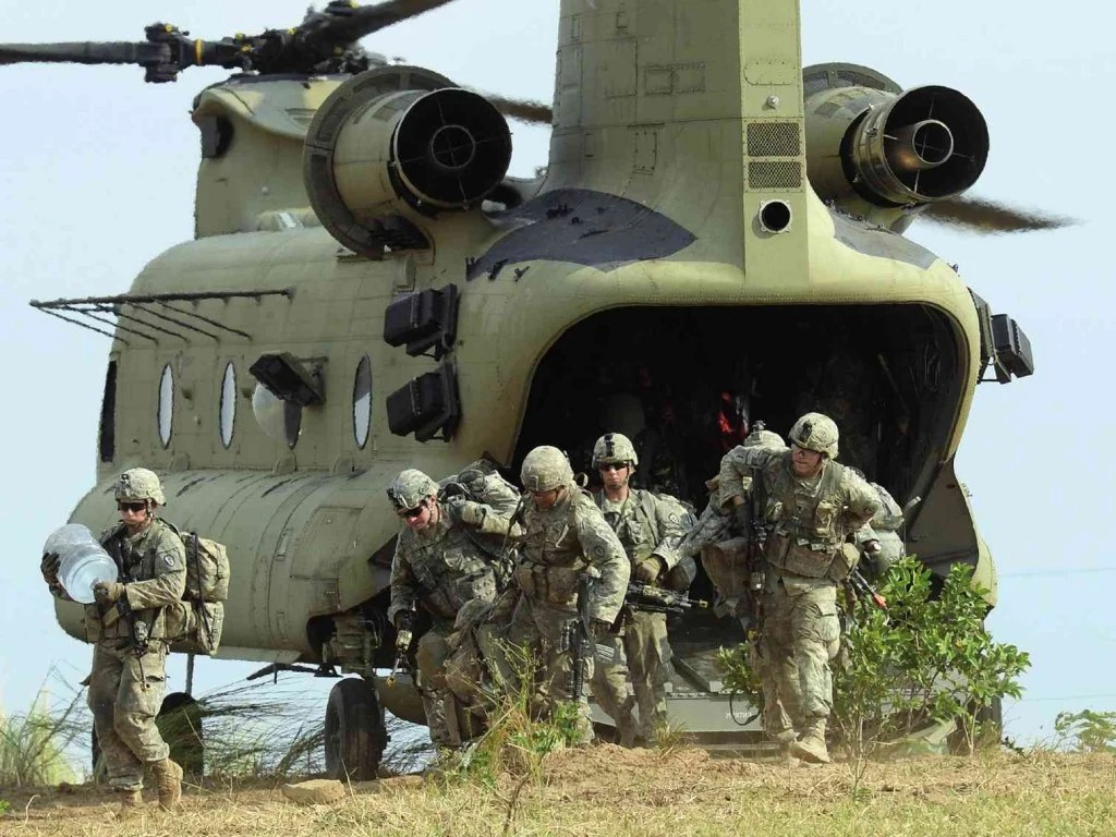 LET THE WAR GAMES BEGIN  US soldiers disembark from a Chinook helicopter during an air assault exercise with their Filipino counterparts in Fort Magsaysay, Nueva Ecija province, at the start of the joint US-Philippines annual military exercises. AFP PHOTO