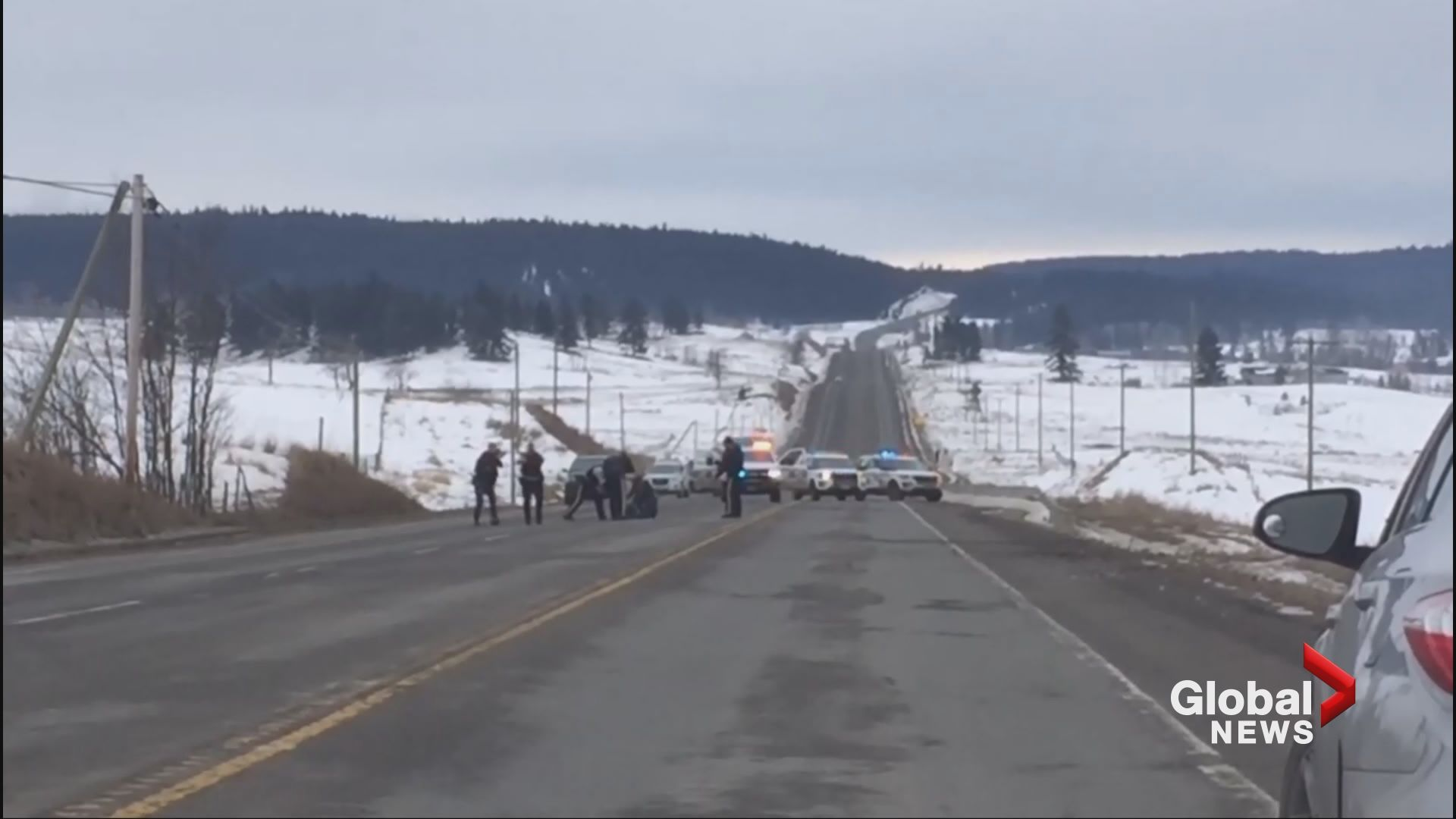 Video shows B.C. RCMP arresting car theft suspects on Highway 97