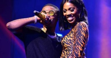 Tiwa Savage Send Serious Warning To Teni On Stage, Says She Should Leave Wizkid Alone (Video)