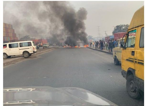 Nigerians reacts as Police Force and touts clashes in Ijora, Lagos (Video/photos)
