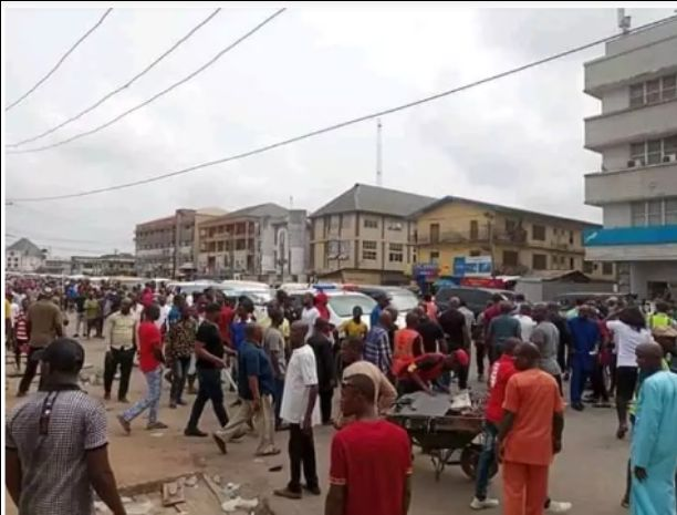 Pandemonium in Owerri as ENTRACO clashes with traders (Photos)