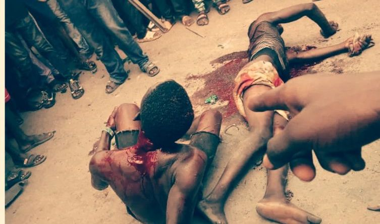 Lockdown: One killed, Other Injured as Armed Robbers Caught Red Handed by Adura Boys in Lagos (Graphic Photos)