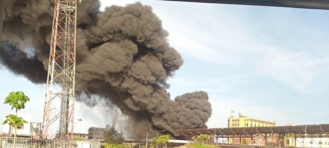 BREAKING: Fire guts gas station at Obalende in Lagos (Video)