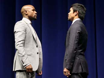 Floyd Mayweather(l) and Manny Pacquiao