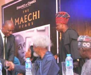 (L-R) Governor Amaechi shaking hands with Prof Wole Soyinka as Governor of Ogun State, Ibikunle Amosun and All Progressives Congress (APC) chieftain, Asiwaju Bola Tinubu watch