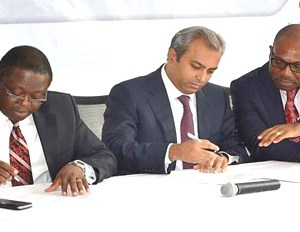 (L-R):  The Executive Director, Personal Banking Division, Access Bank, Victor Etuokwu; The C.E.O., Kia Motors Nigeria, Jacky Hathiramani; and the Zonal Head, Lagos Mainland, Commercial Banking Division, Access Bank, Ralph Opara at the signing ceremony of Access Kia promo launch.