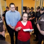 Kim Davis returns to work, but won't interfere with licenses