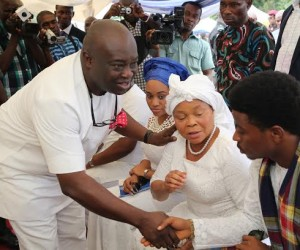 Gov. Okezie  Ikpeazu of Abia state condoling with Sen. Nkechi Nwaogu  during the burial ceremony of her husband Late Sir Roland Nwaogu at his country home in Osisioma LGA.       Photo Ibeabuchi Abarikwu