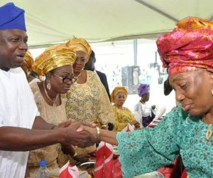 Lagos State Governor, Mr. Akinwunmi Ambode (left) in a warm handshake with wife of first civilian Governor of Lagos State, Alhaja Abimbola during the Eid-el-Kabir celebration organized by the Ministry of Home Affairs at the Lagos House, Ikeja. With them are the First Lady of Lagos State, Mrs. Bolanle Ambode (2nd left) and wife of Chief of Staff to the Governor, Mrs. Aderonke Ojo (3rd left).