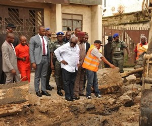 Abia State Governor, Dr. Okezie Ikpeazu inspecting the distilling of drains at Eziukwu road in Aba. With him are DeputyGovernor Ude Okochukwu and other top state functionaries.