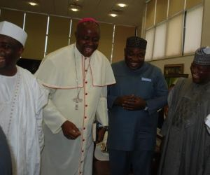 Chairman, Nigeria Governors forum (right) Adulaziz Yari; Governor Ifeanyi Ugwuanyi of Enugu State, Bishop Calistus Onaga, Catholic Bishop of Enugu Diocese and Governor Aminu Tambuwal of Sokoto state exchanging pleasantries when the governors visited Rt. Hon. Ifeanyi Ugwuanyi at the Government House, Enugu, Friday