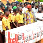 (Photonews) Osun  State gov't distributes Tablets of Knowledge