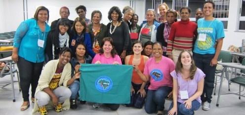 Foto de grupo com os participantes do projeto sobre gênero em Minas Gerais/ Group photo with participants of the gender project workshop in Minas Gerais.