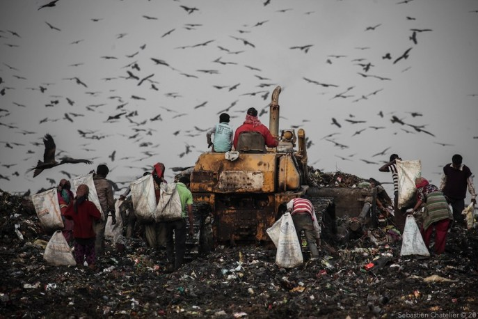 """Trash Mountain"""": Photos from Ghazipur landfill – Global Alliance of Waste  Pickers"""