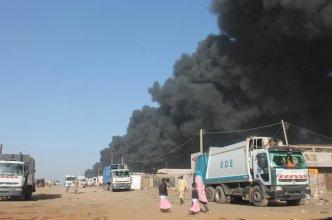 Fumée du feu dans la décharge de Mbeubeuss.