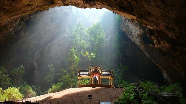 Phraya Nakhon Cave in Khao Sam Roi Yot National Park, Changwat Prachuap Khiri Khan, Thailand. Photo by Niels Mickers.