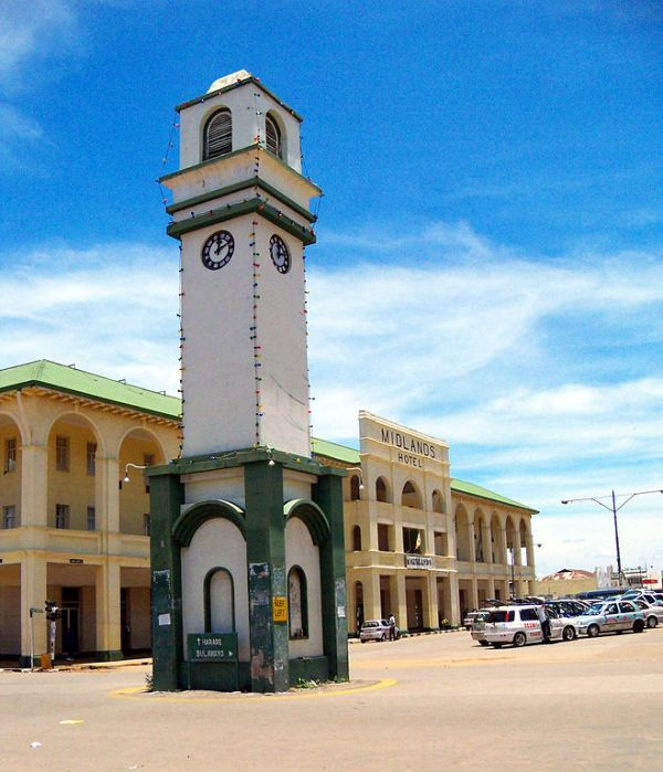 The Boggie Clock in Gweru, Zimbabwe. In the background is the Midlands Hotel.  Photo by Akumudzi.