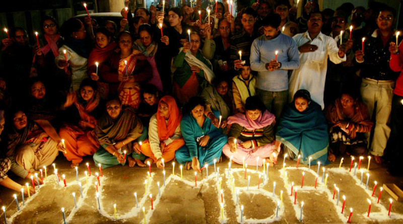 Indian people light candles as they pay tribute to the victims of the Mumbai terror attacks outside the Raghunath Hindu Temple in Amritsar on December 9, 2008. Tributes and remembrance events continue to take place across India in the wake of the attacks on Mumbai by armed militants on November 26 that left 172 dead and 300 injured. AFP PHOTO/Narinder NANU