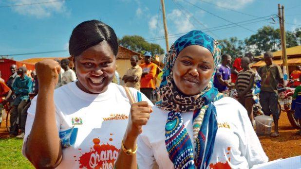 «Orangez le monde», une campagne mondiale des Nations Unies pour mettre fin à la violence à l'égard des femmes, organise une marche dans le district de Kibondo, région de Kigoma, en Tanzanie le 28 novembre 2017. Photo via ONU Femmes / Flickr, sous licence CC BY ND 2.0.