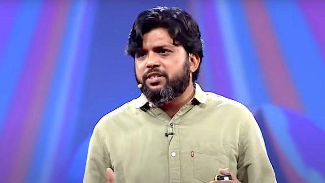Danish Siddiqui speaking at TEDxGateway in 2010. Screenshot via YouTube channel TEDx Talks. Fair use.