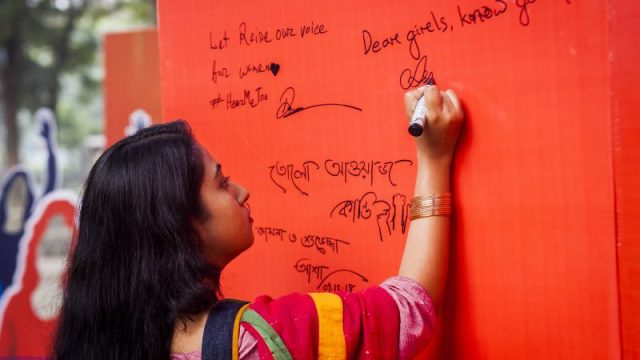 A Rajshahi University student signs a pledge prevent violence against women in Dhaka, Bangladesh. Image by UN Women via Flickr. CC BY-NC-ND