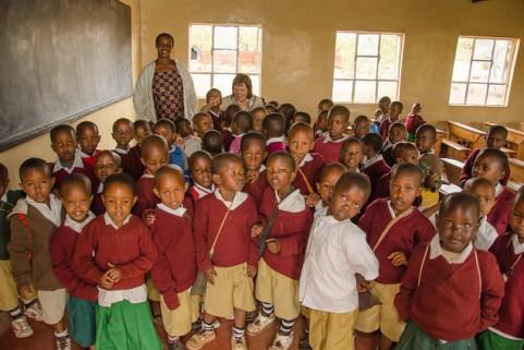 Des écoliers d'Arusha en Tanzanie. Photo publiée sous licence Creative Commons par l'utilisateur Flickr Colin J. McMechan.