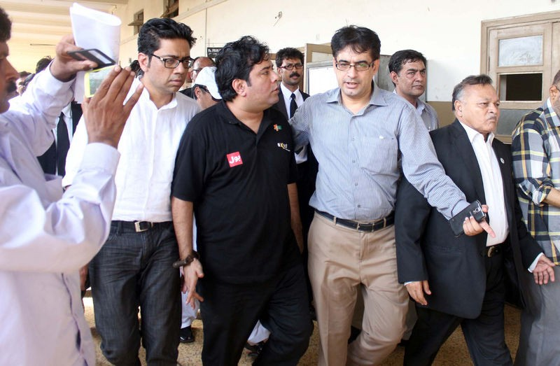 CEO of Axact Shoaib Sheikh is escorted by FIA staffs the the District South Special Court. Image by PPIImages. Copyright Demotix (27/5/2015)