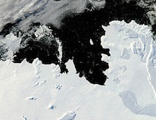 Shifting Ocean Currents Drive Accelerating Ice Melt of Antarctic Ice Shelf