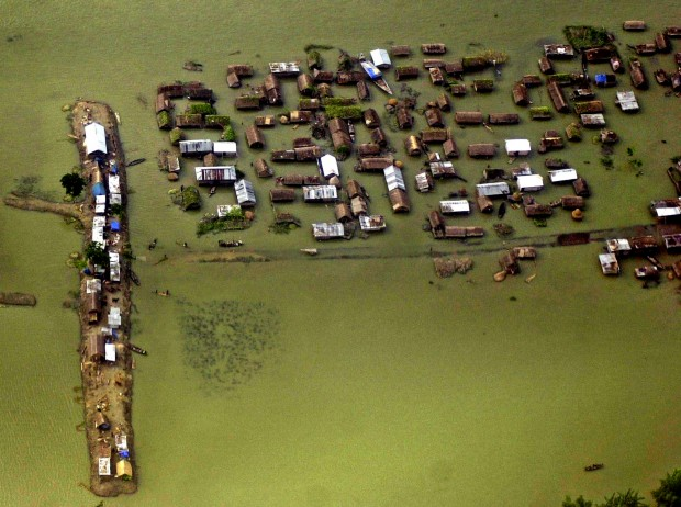 India flooding leads to mass migration