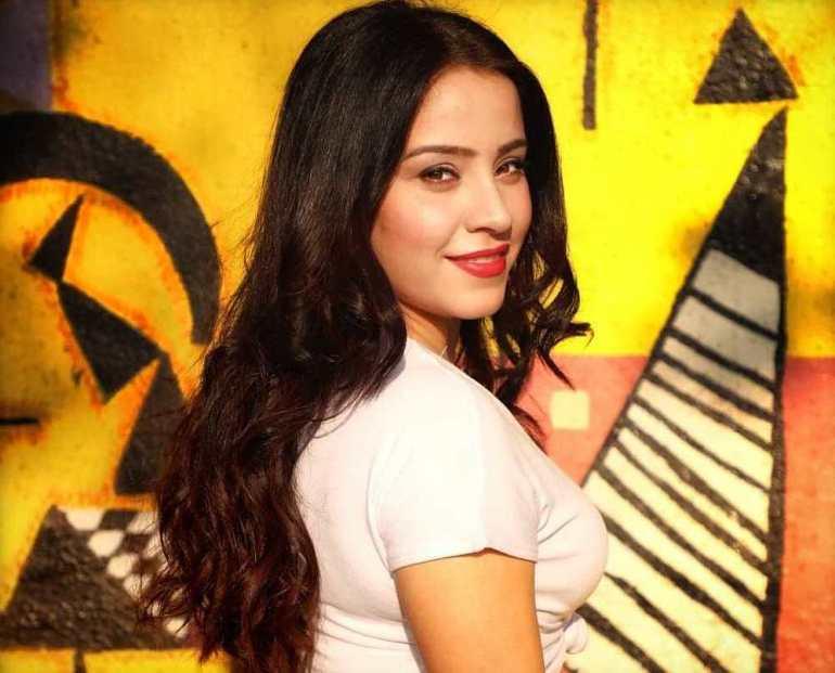 Ruby Bharaj Pic