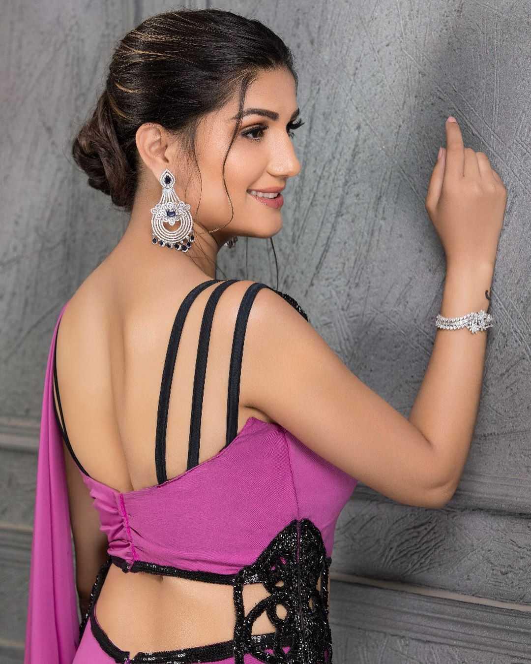 Desi Queen Sapna Choudhary Backless