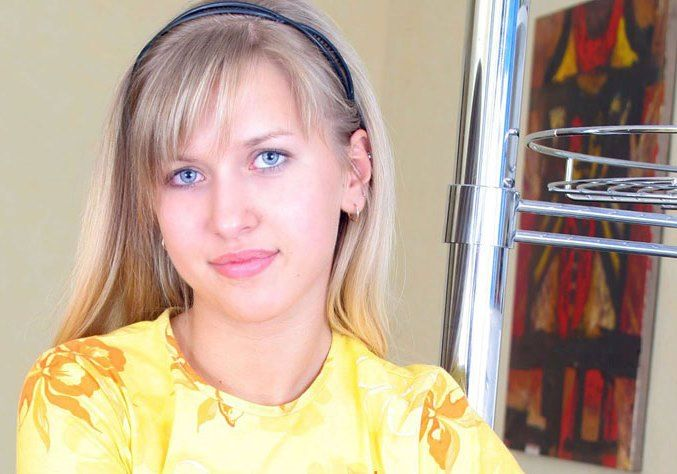 Leah Brady (Mayim)