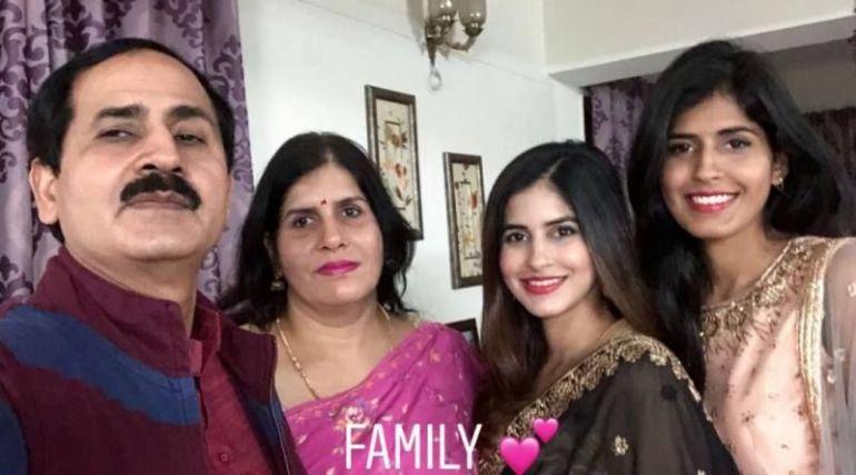 Sakshi Malik with Her Family