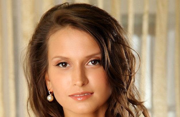 Alicia Mone