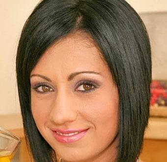 Debby White (Cassy)