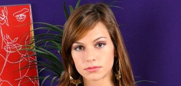 Sheila Love (Sara Tyler)