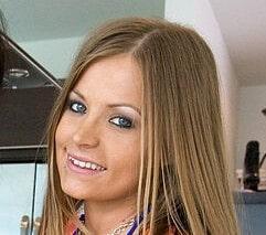 Mercedes Lynn
