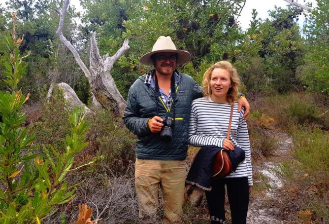 Couple voyageur digital nomades freelances rédacteur web et architecte.