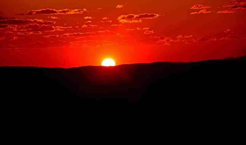 Coucher de soleil au parc national de karijini sur la côte ouest de l'Australie