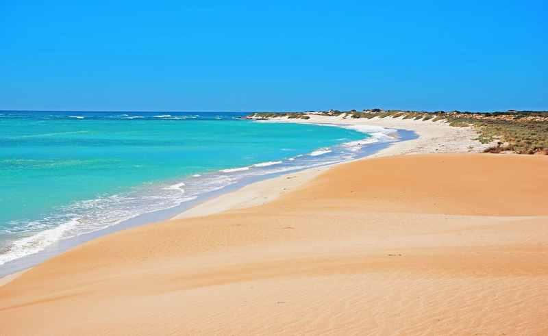 Plage de sable blanc sur la côte ouest de l'Australie