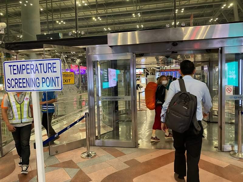 Arrivée à l'aéroport de Bangkok pour le retour