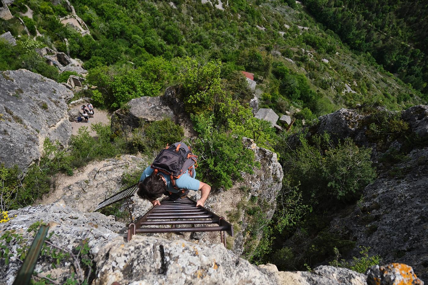 Echèlles d'accès au Rocher de Capluc en Lozère