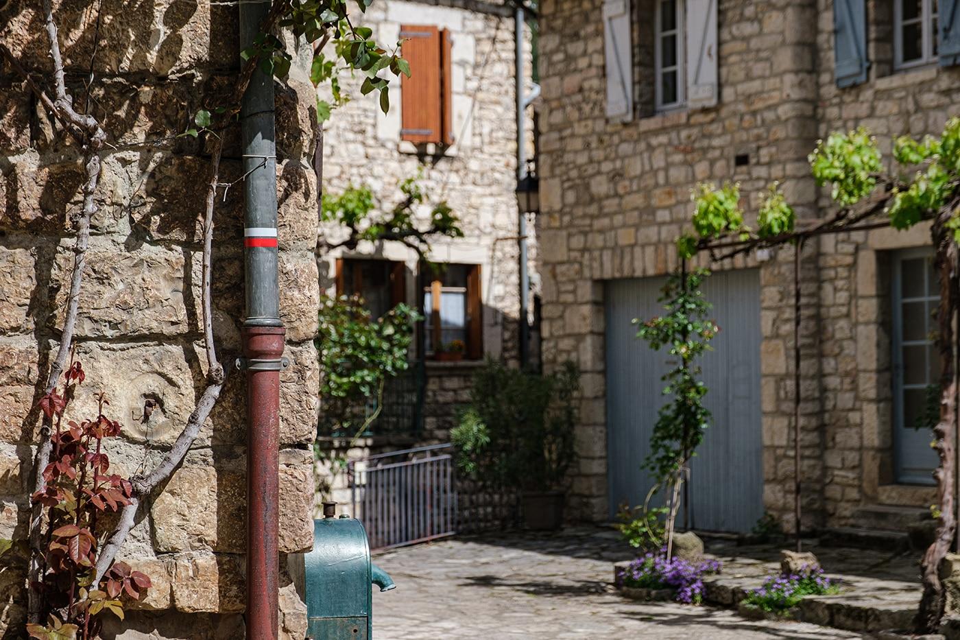 Visiter Sainte Enimie dans les gorges du Tarn plus beau village de France