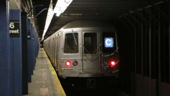 The 168th St-bound C train leaving the 86th St. station in New York City, NY. (Image Credit: Wikmedia Commons/Mtattrain)