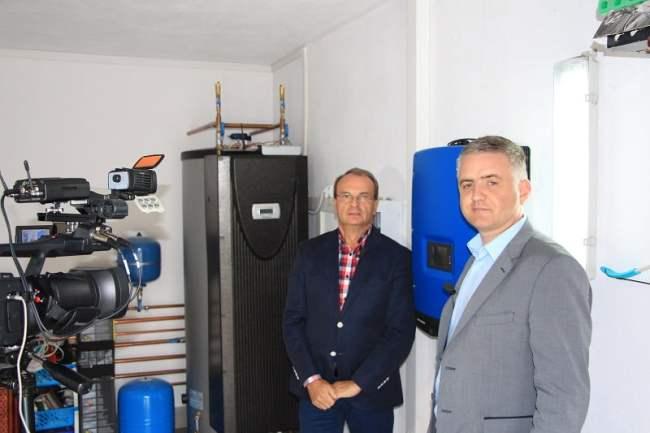 Z właścicielem firmy IGNACZAK TECHNIKA GRZEWCZA wykonującej instalację, Krzysztofem Ignaczakiem, fot. GLOBEnergia
