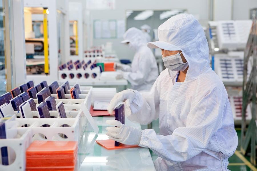 Linia produkcyjna Jinko Solar - pakowanie i sortowanie - zdjęcie pomniejszone, źródło: Jinko Solar