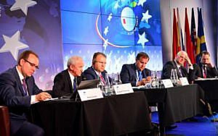 Minister Krzysztof Tchórzewski wraz z ministrami z Słowacji, Czech, Węgier i Litwy podczas panelu pt. Nowa architektura rynku energii elektrycznej
