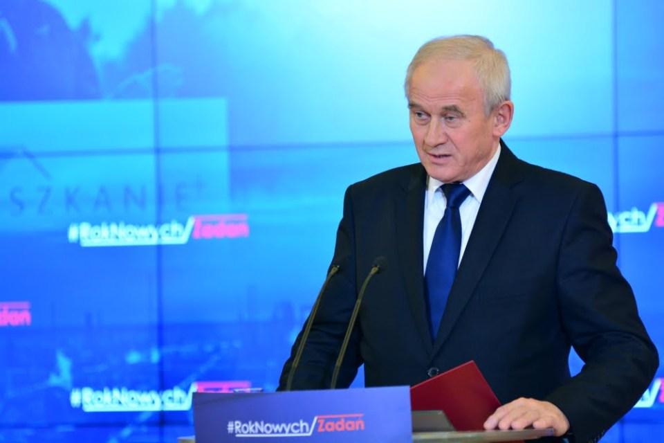 Minister Tchórzewski podczas konferencji prasowej